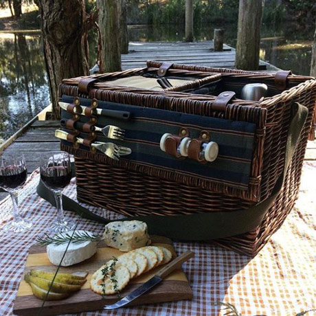 have a picnic at lyrebird ridge winery and retreat